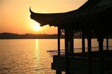 海天盛宴天目湖,多宝白塔佛光山二日游